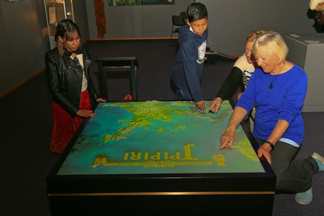 Īpipiri digital mapping table, tells the story of the first encounters from a Māori perspective of their meeting with Pākehā 250 years ago.